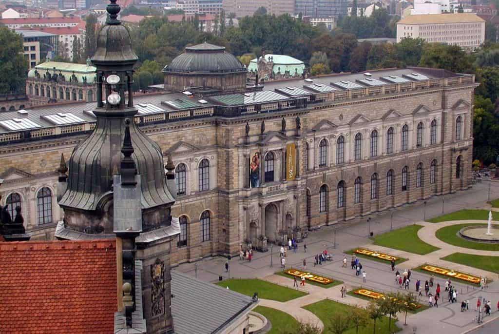 Blick zur Gemäldegalerie Dresden