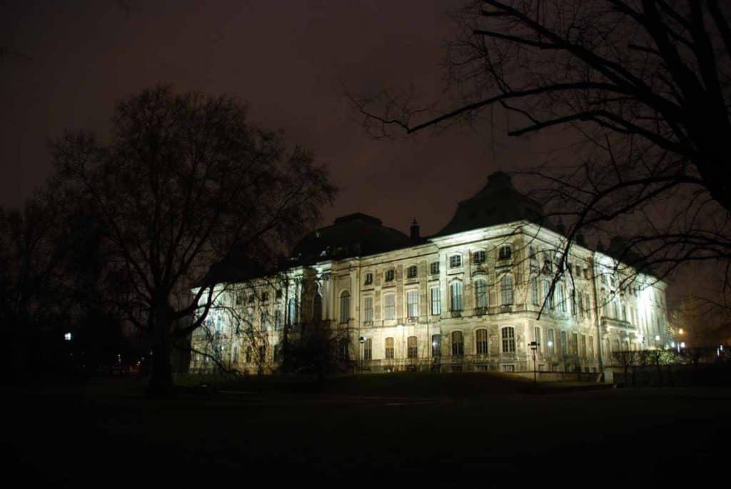 Japanisches Palais bei Nacht