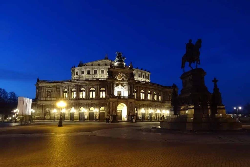 Semperoper Dresden am Abend