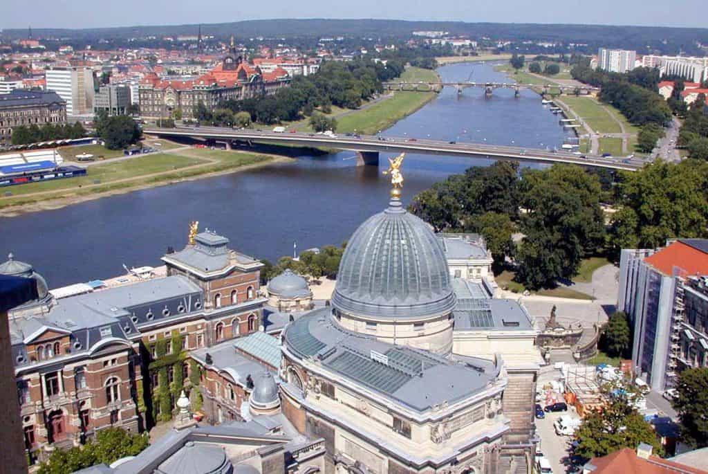 Blick zu Kunstakademie und Elbe