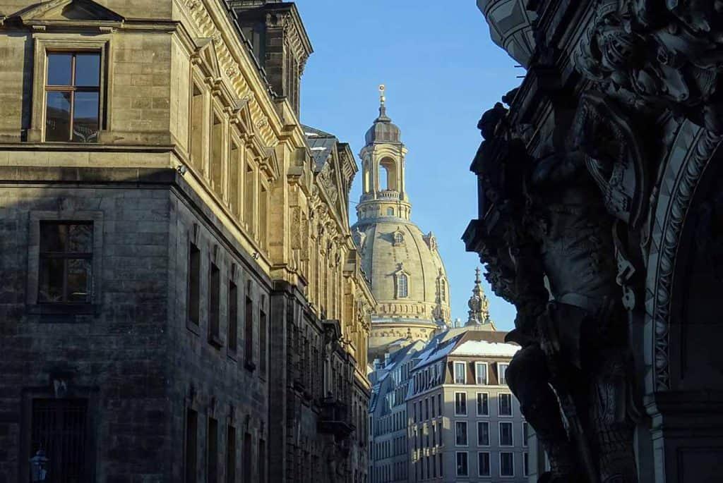 Blick zur winterlichen Frauenkirche