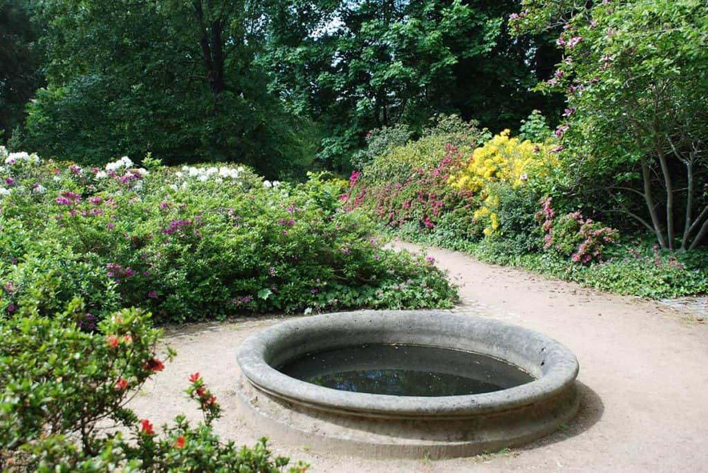 Brunnen Rhododendrongarten