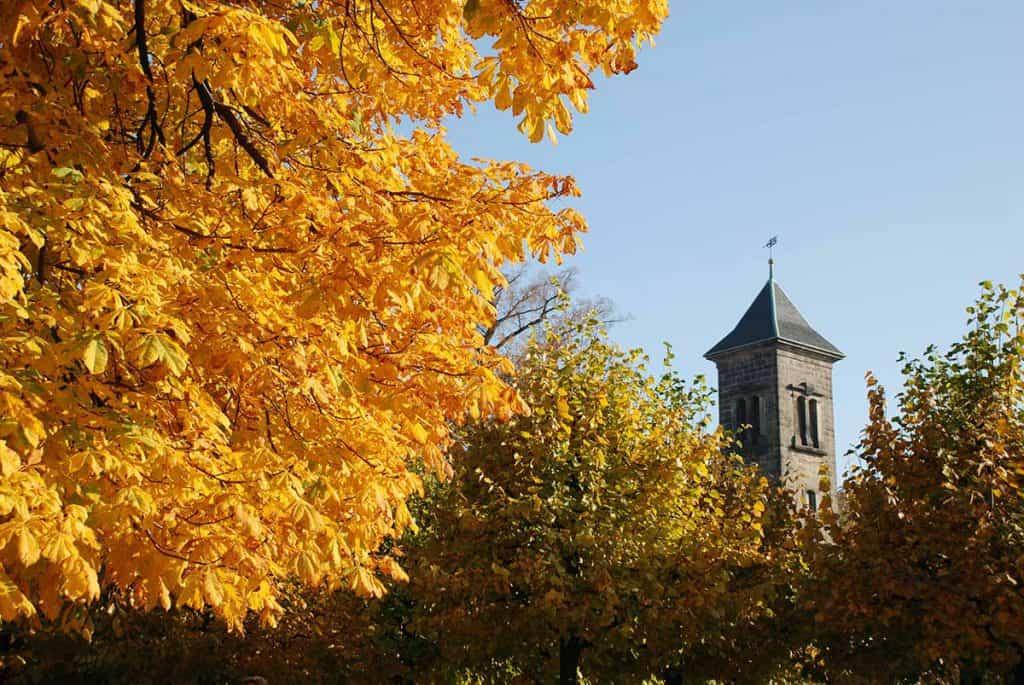 Garnisonskirche in Herbstfarben