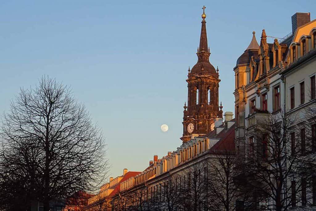 Königstrasse mit Dreikönigskirche